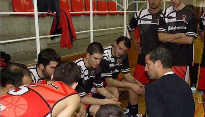 Baloncesto en Uruguay Mateo Rubio, entrenador en Trouville.