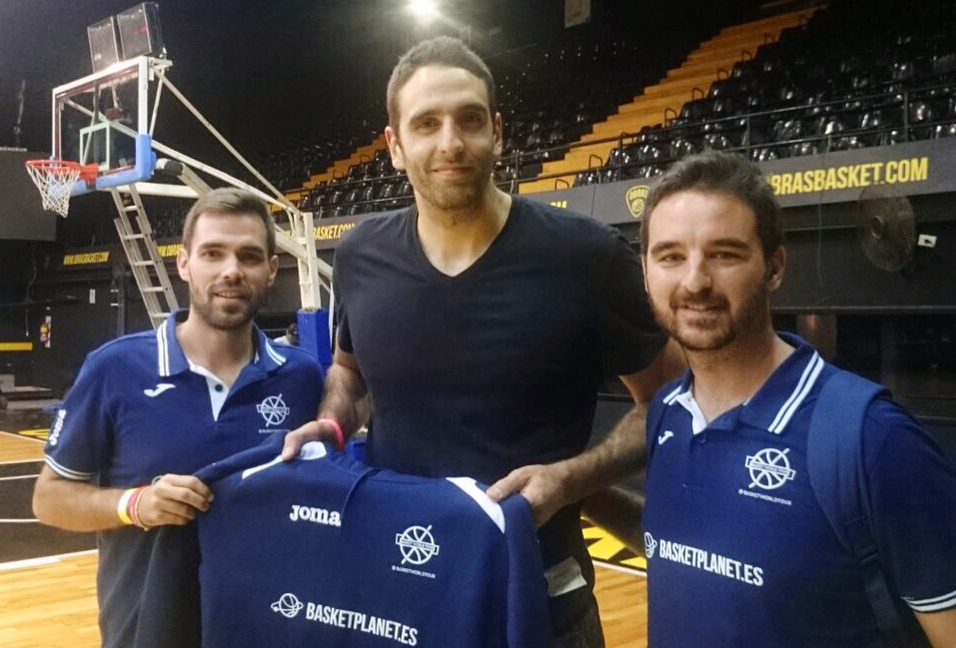Juanpi Gutierrez con Basket World Tour